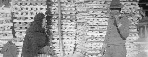 elderly French woman talks to Fijian soldier in WW1